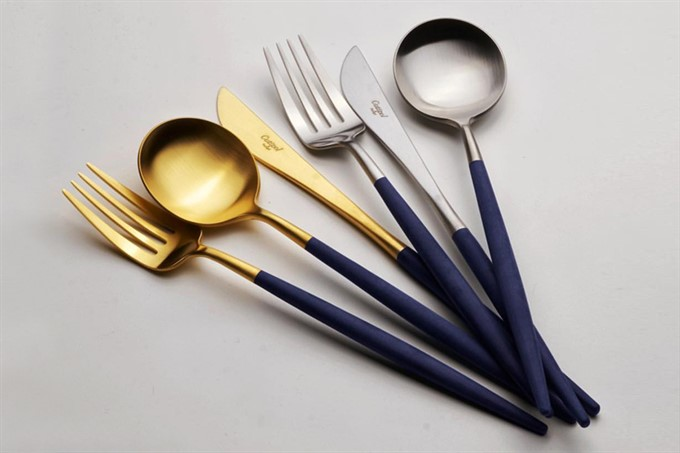 Cutlery set with a twist
