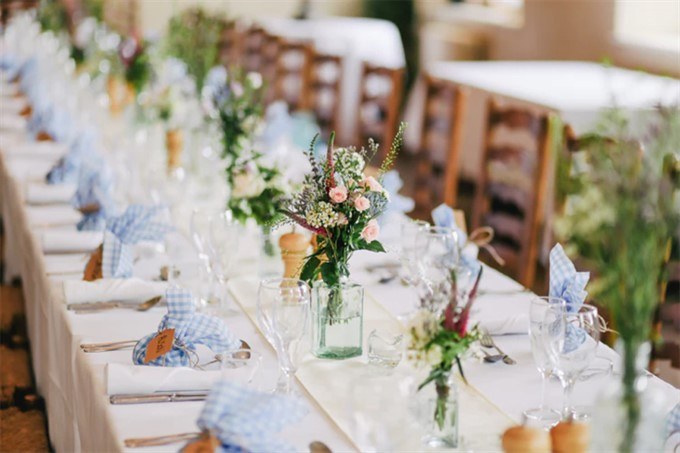 5 Tips For The Perfect Wedding Atmosphere | Wedding Reception Table | The Bride's Diary