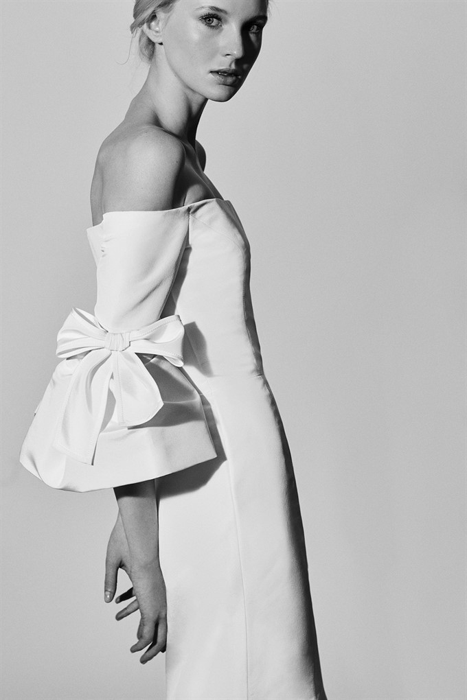 52625fd2a1d Undoubtedly one of Carolina Herrera s most beautiful bridal collections