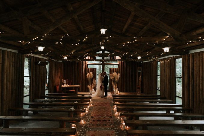 2. One-of-a-kind Ceremony Décor