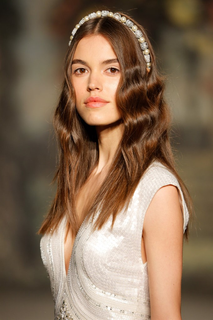 wedding hair & makeup spring summer 2016 Summer Wedding Hair And Makeup from spring blooms pinned into the hair to stark white eyeliner, wedding hair and make up trends for spring summer 2016 are innovative, but also perfectly summer wedding hair and makeup
