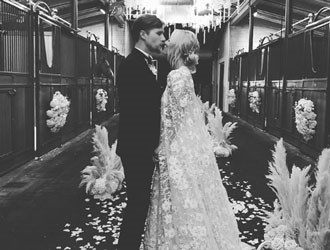 Kaley Cuoco's Beautiful Wedding And Stunning Bridal Gown