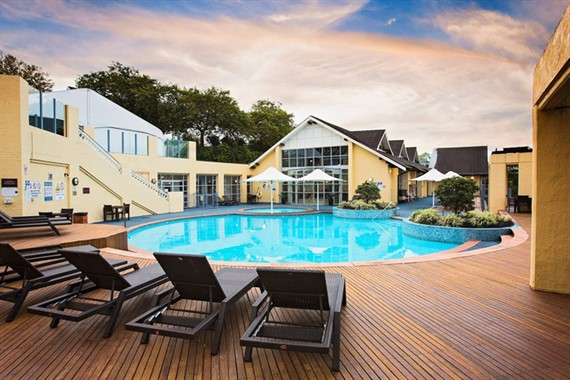 Fairmont Resort Blue Mountains | Wedding Venue | Swimming Pool