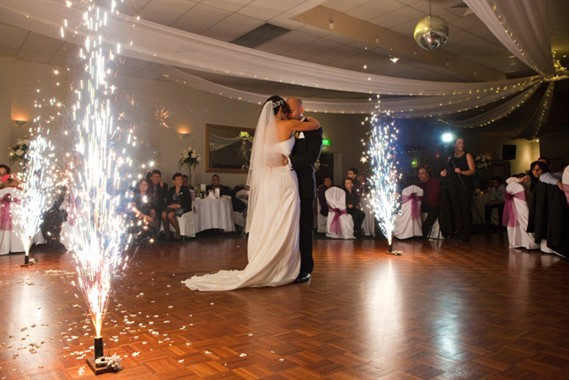 Mandavilla Events | Wedding Venue | First Dance
