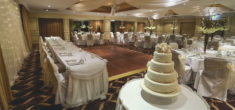 The Hills Lodge Hotel | Wedding Venue | Wedding Cake